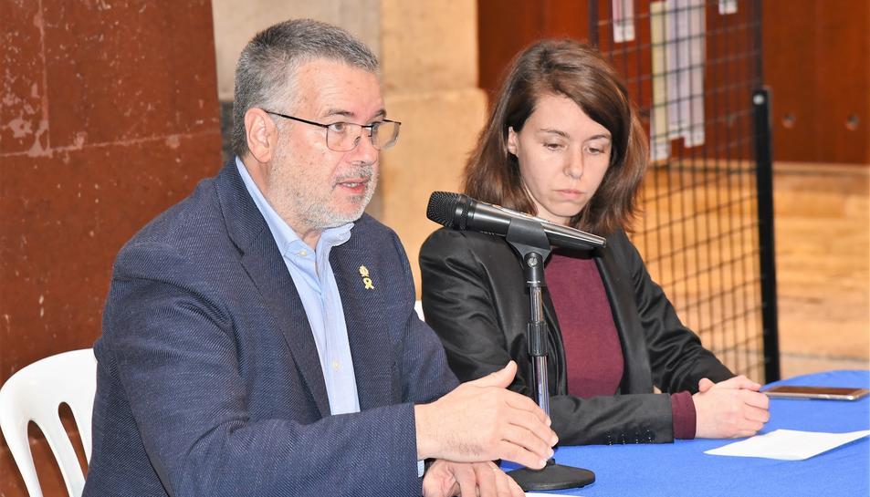 L'alcalde Pau Ricomà i la consellera Carla Aguilar-Cunill, durant la roda de premsa.