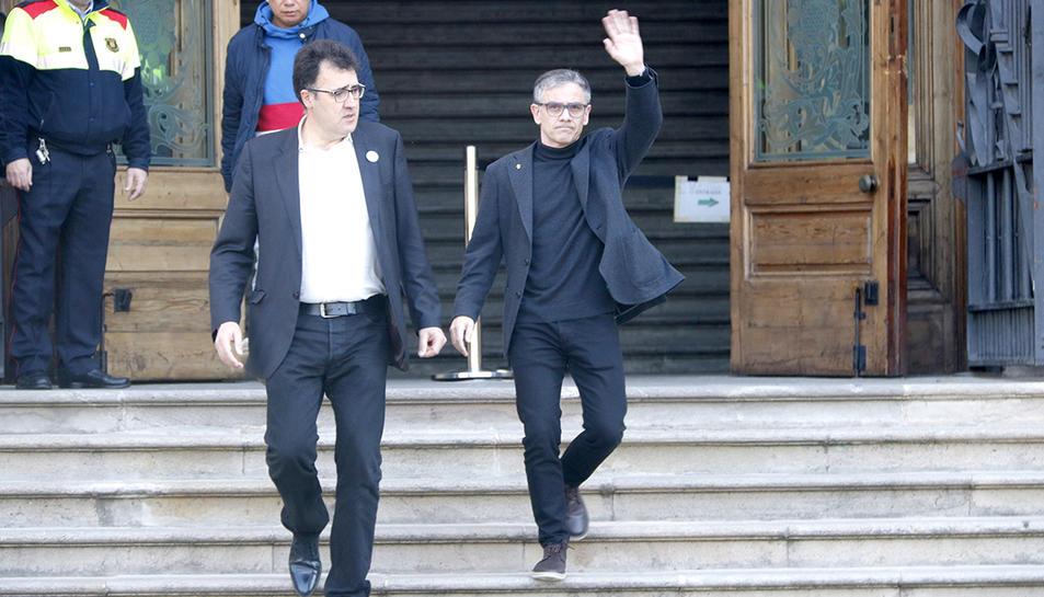 La sortida del TSJC del president del Consell Nacional d'ERC, Josep Maria Jové, i del diputat d'ERC Lluís Salvadó.