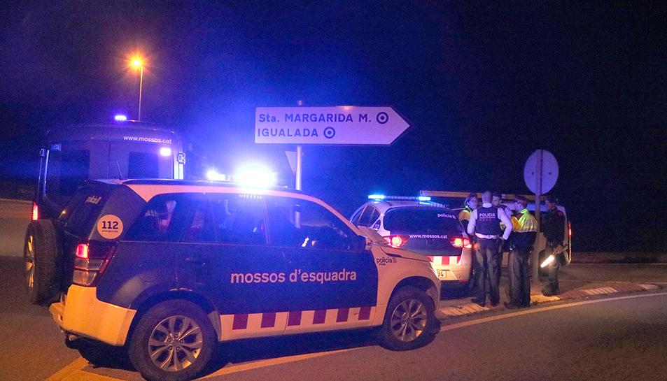 Un dels controls dels Mossos d'Esquadra a la sortida d'Igualada, aquest dijous al vespre.