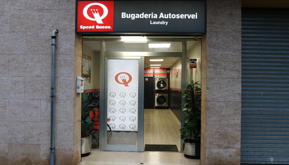 Un negoci d'autoservei actiu a la ciutat de Reus.