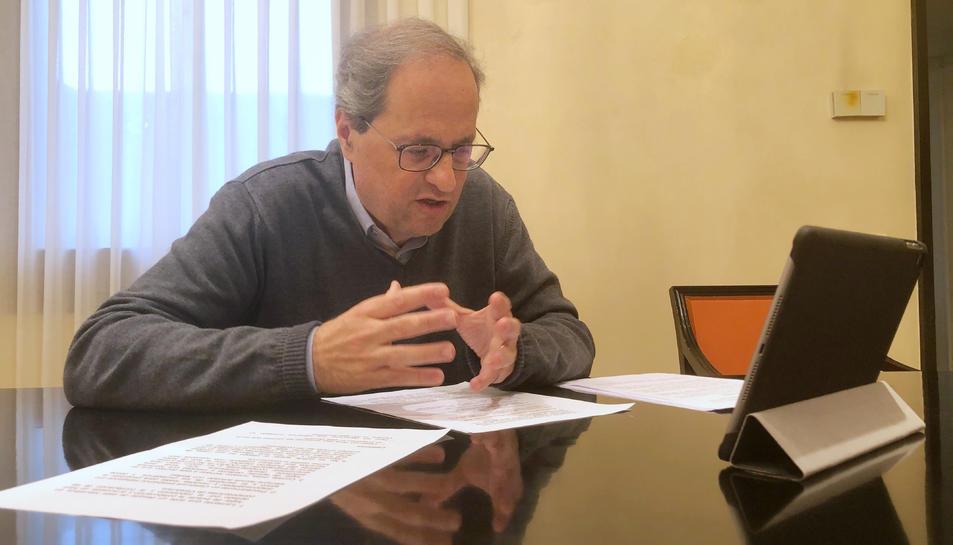 Pla mitjà del president del Govern, Quim Torra, en la reunió telemàtica amb els grups parlamentaris per analitzar l'evolució del coronavirus a Catalunya.