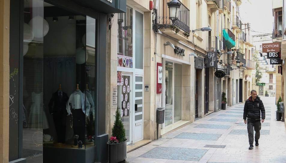Locals tancats, ahir al matí, al carrer Galera de Reus.
