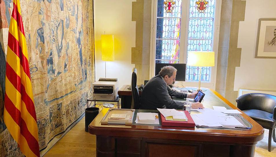El president de la Generalitat, Quim Torra, reunit per videoconferència, des de la Casa dels Canonges.