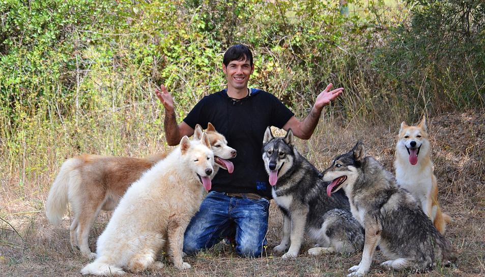 Fa més de vint anys que Marcos J. Ibáñez treballa en l'educació canina.