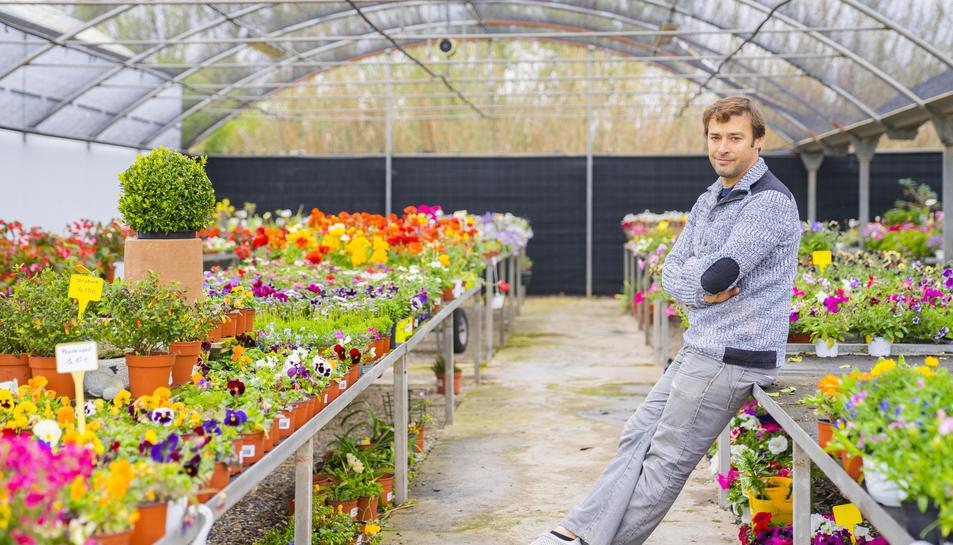 Joan Maria Vidal, propietari també del Garden Tapioles i de Flors la Rasa, a les instal·lacions del Garden Gaià, a Altafulla.