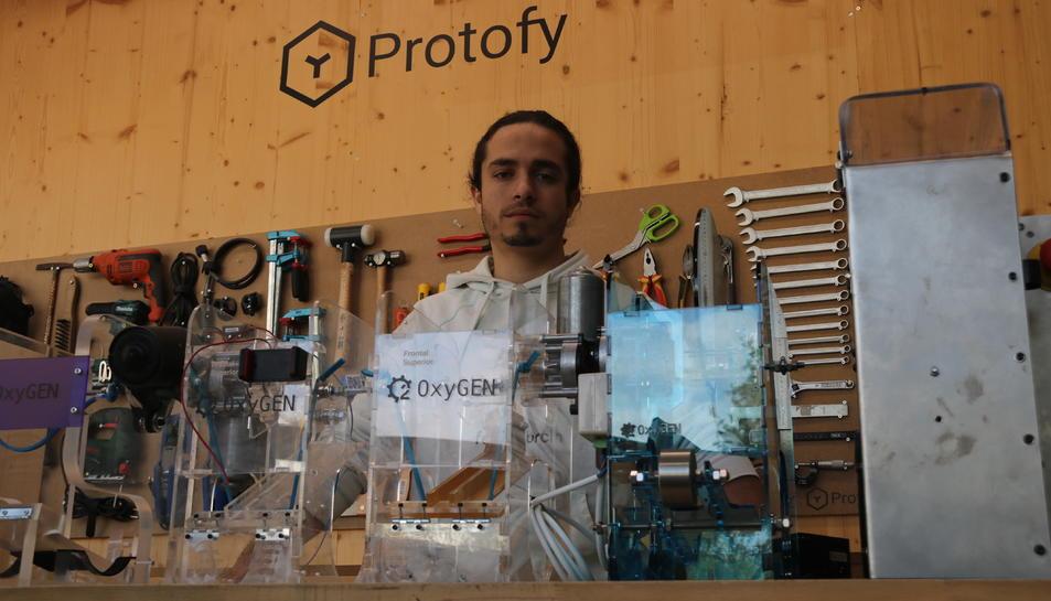 El conseller delegat de Protofy.xyz i impulsor d'OxyGEN, Ignasi Plaza, a les oficines de l'empresa a Barcelona.