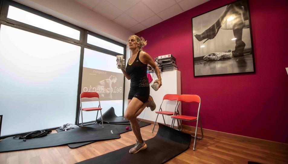 L'exatleta internacional i entrenadora Belén Recio imparteix classe des de la seva casa de Córdoba a través d'Instagram.