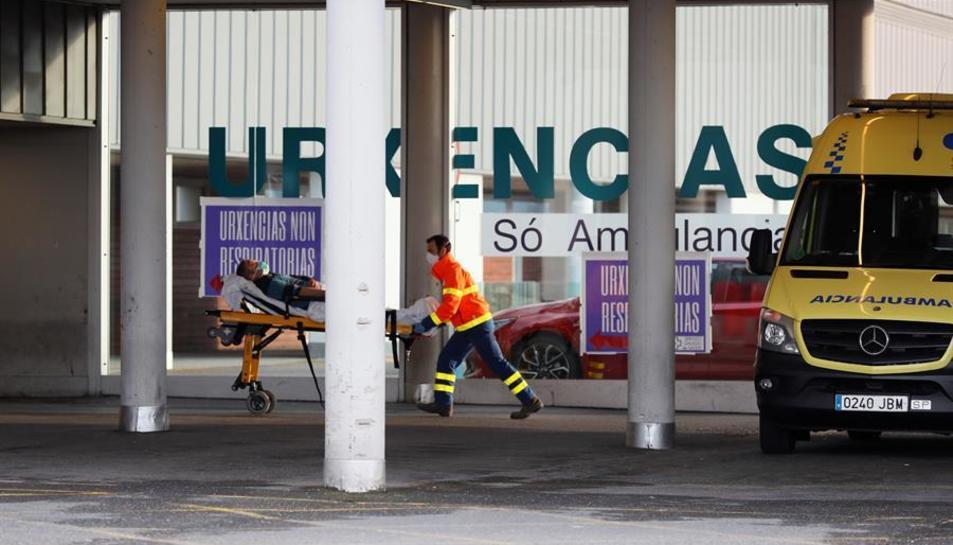 Imatge d'arxiu d'una ambulància amb un malalt a Lugo.