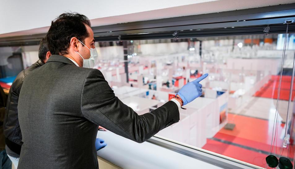 El vicepresident de la Comunitat de Madrid, Ignacio Aguado, visitant un 'hospital de campanya.
