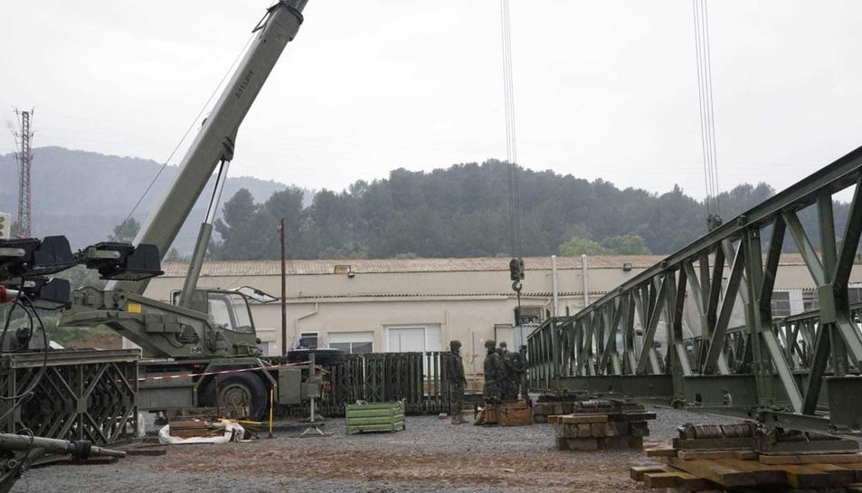 L'exèrcit, treballant en el nou pont