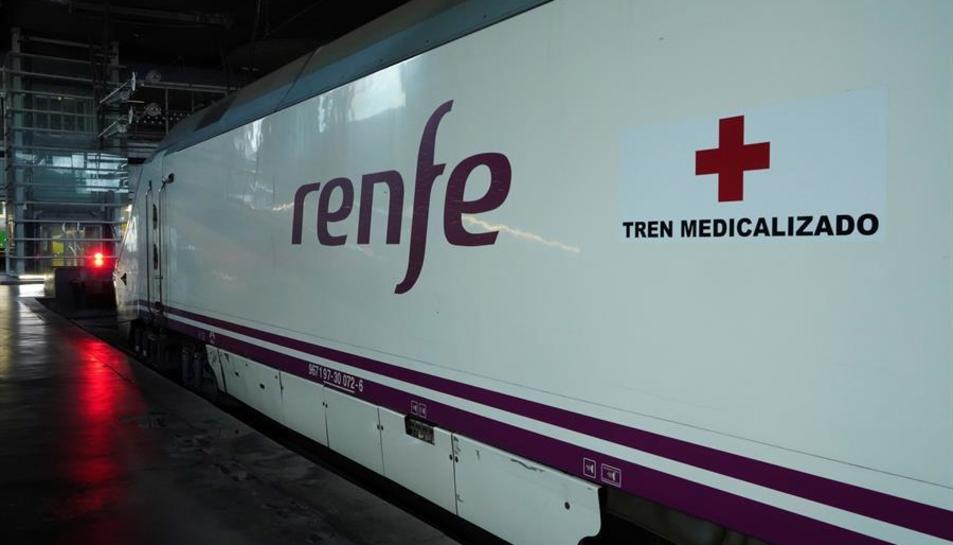 Imatge exterior d'un dels trens medicalitzats.