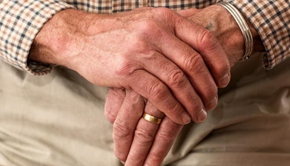 Les famílies amb persones grans afectades amb la malaltia és un col·lectiu vulnerable.