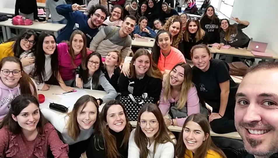 La setantena d'alumnes participants, en una imatge prèvia al confinament.