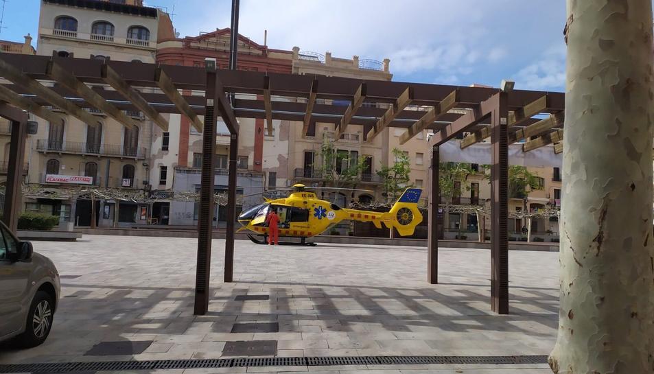 L'helicòpter ha aterrat a la plaça El Pati de Valls.