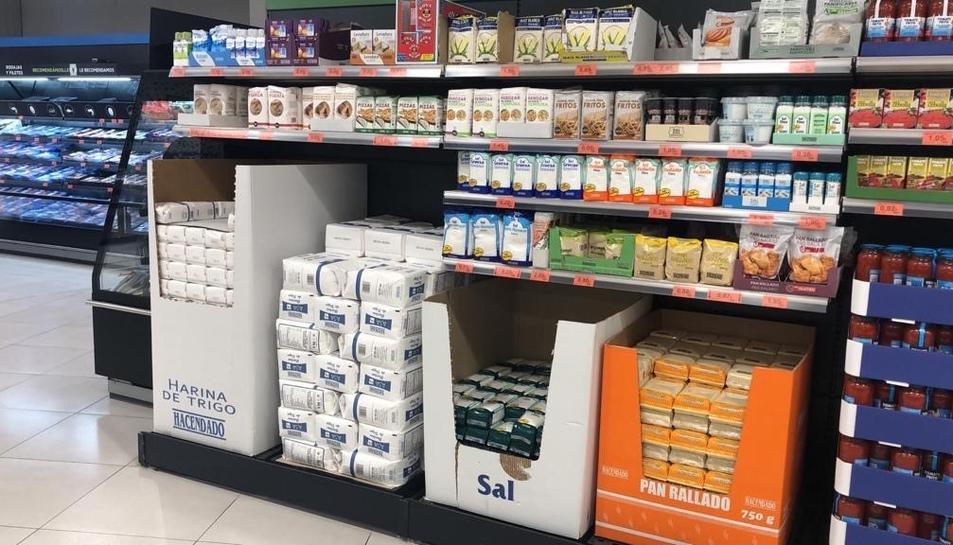 La prestatgeria d'una botiga de Mercadona en la qual es ven el bicarbonat de sodi.