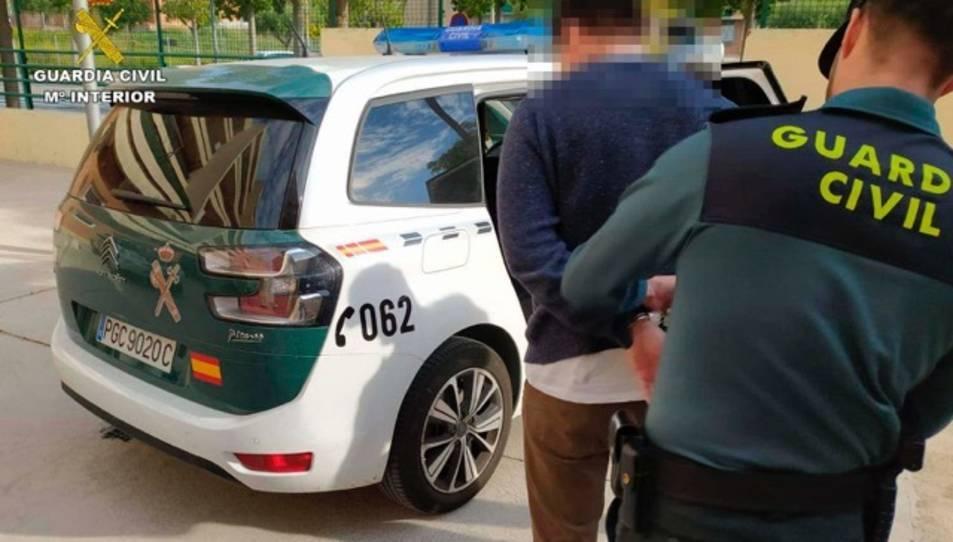 L'individu va ser detingut per la Guàrdia Civil del Vendrell.