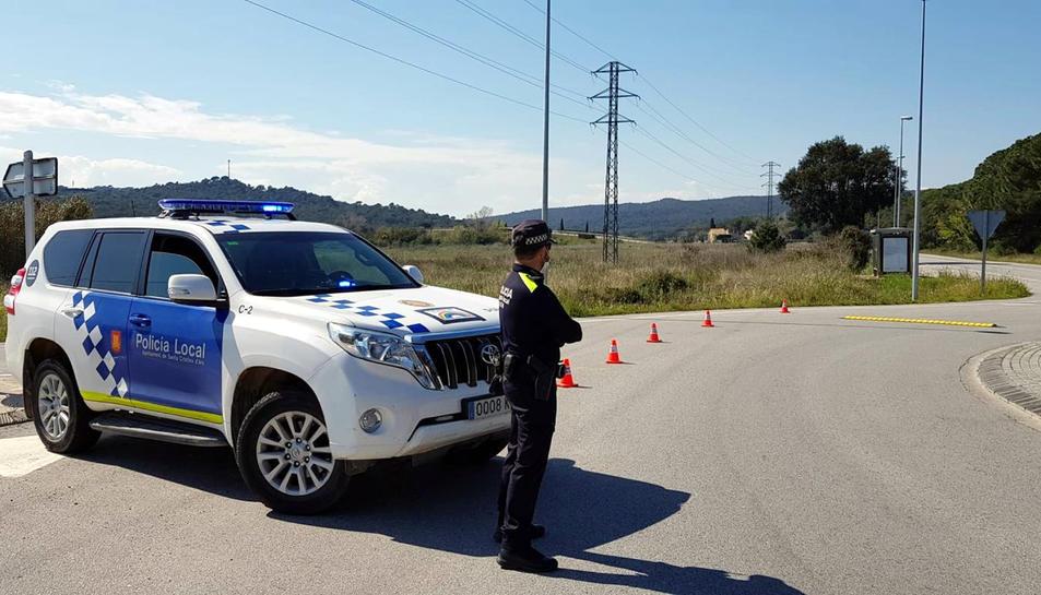 El control que ha muntat la Policia Local de Santa Cristina d'Aro a l'entrada del municipi per Solius.