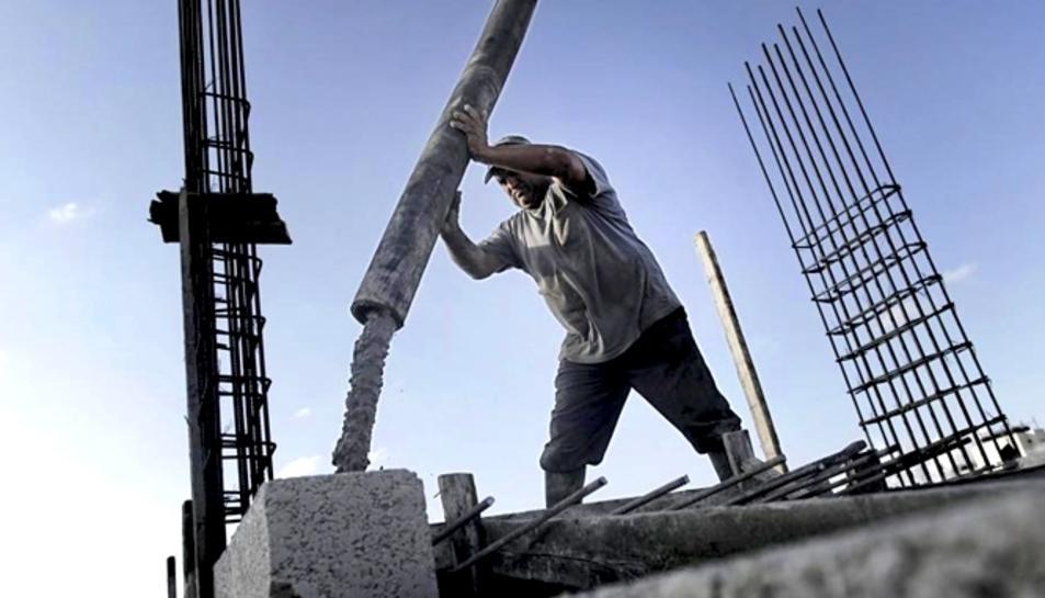 El sector de la construcció podrà tornar a l'activitat a partir de dilluns o dimarts, depenent de la Comunitat Autònoma