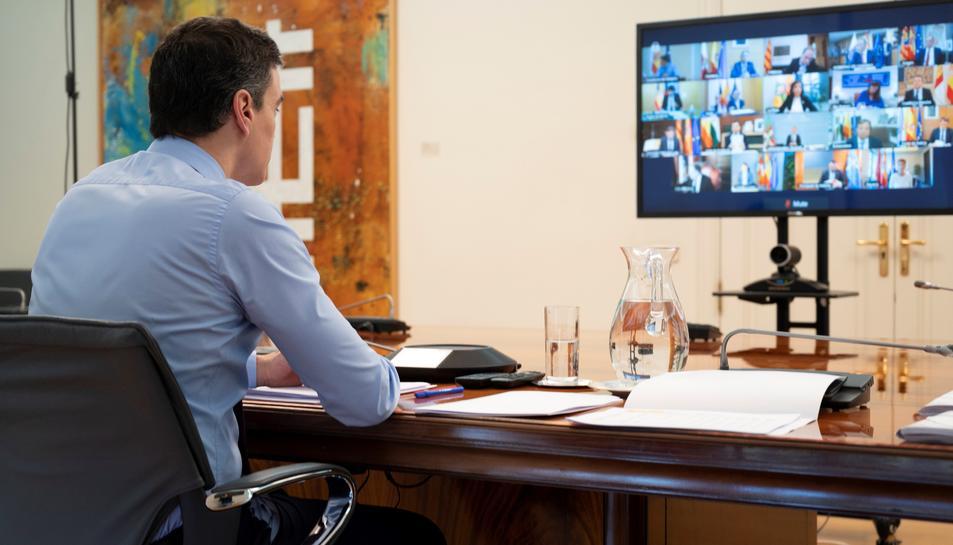 El president del Govern, Pedro Sánchez, durant la reunió que ha mantingut aquest diumenge per videoconferència amb els presidents de les diferents comunitats autònomes