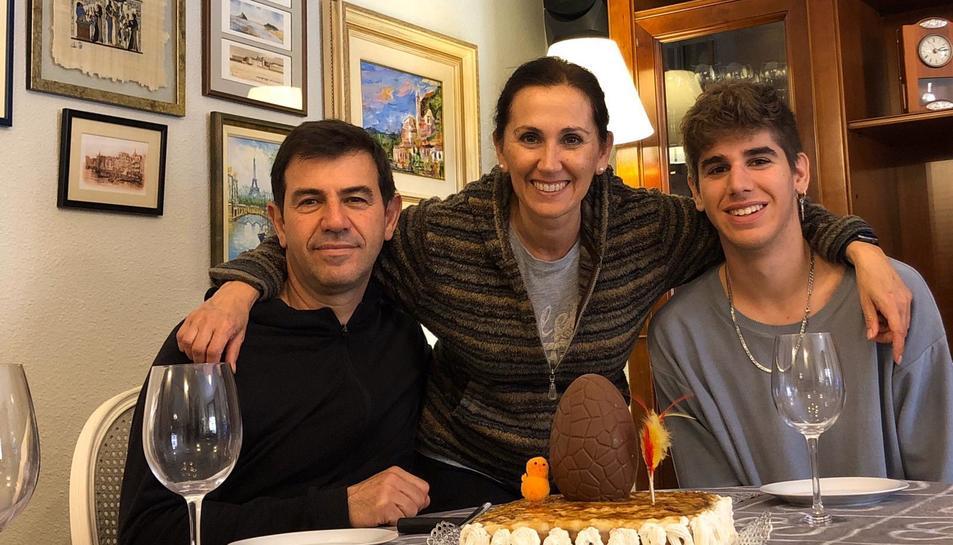 La família Guerrero, de les Borges, amb la mona feta per Raquel.