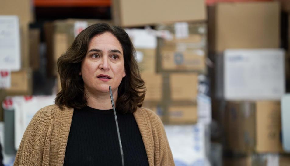 Imatge d'arxiu de l'alcaldessa de Barcelona, Ada Colau, durant una atenció a mitjans.