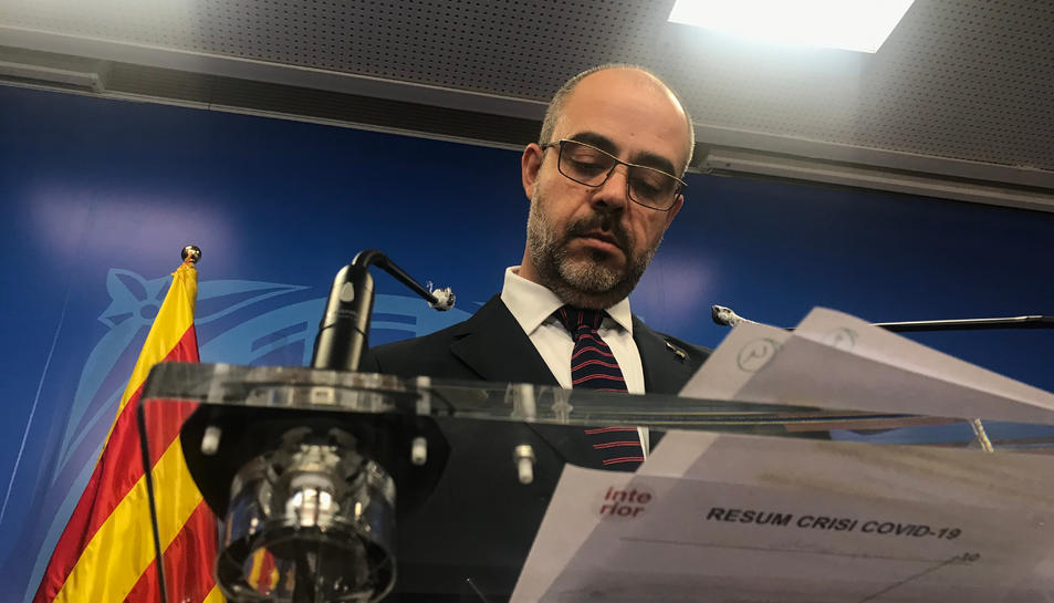 El conseller d'Interior, Miquel Buch, durant la roda de premsa del Govern sobre el coronavirus d'avui.