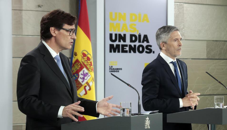 El ministre de Sanitat, Salvador Illa, i el ministre de l'Interior, Fernando Grande-Marlaska, en roda de premsa a Moncloa.