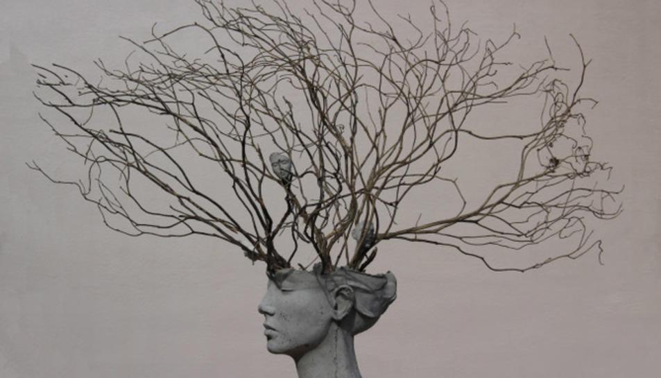 'Arrels', una de les peces centrals de l'exposició de l'escultora Béatrice Bizot.