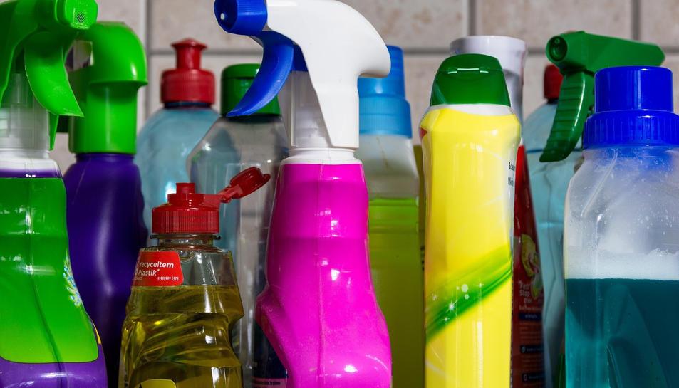 S'han realitzat 1.846 consultes per intoxicacions relaciones amb lleixius i altres desinfectants de superfícies.
