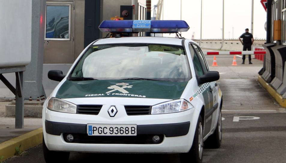 La Guàrdia Civil ha detingut dues persones per no confinar-se.
