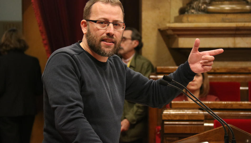 El diputat de la CUP-CC Vidal Aragonés durant una intervenció al Ple al debat de la proposta de resolució de JxCat, ERC i CUP.