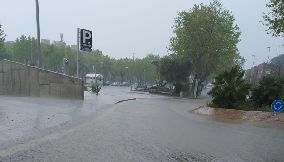 Un carrer de Calafell gairebé inundat