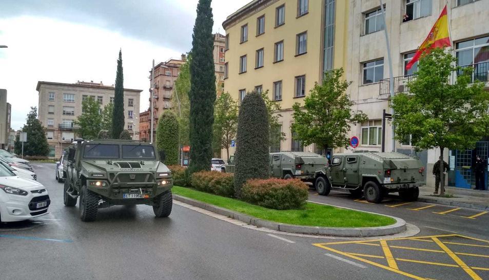 L'exèrcit arribant a la Comissaria de la Policia Nacional de Reus