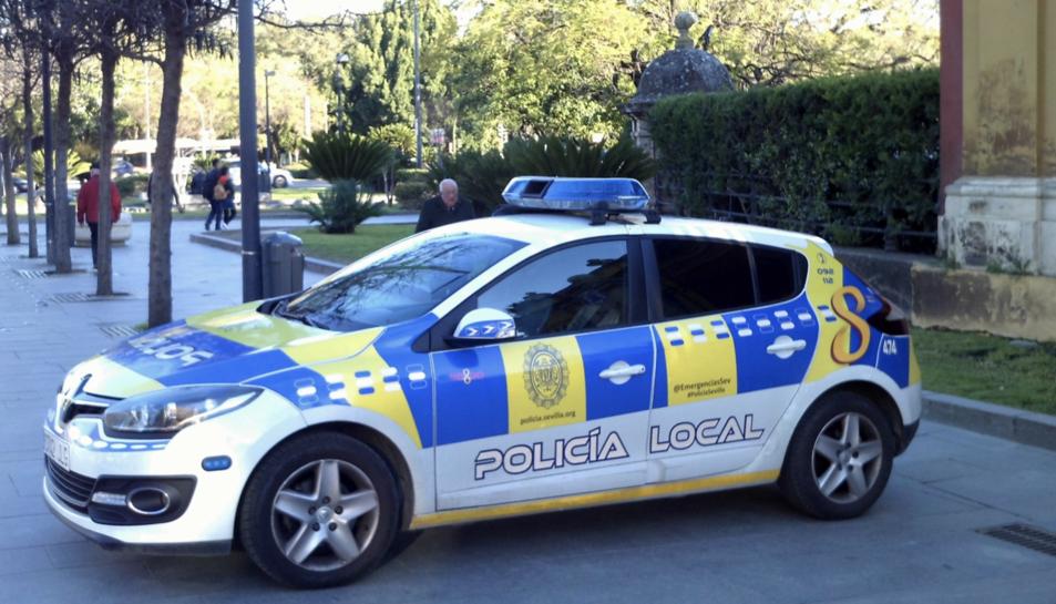 Imatge d'arxiu d'un vehicle de la Policia Local de Sevilla.