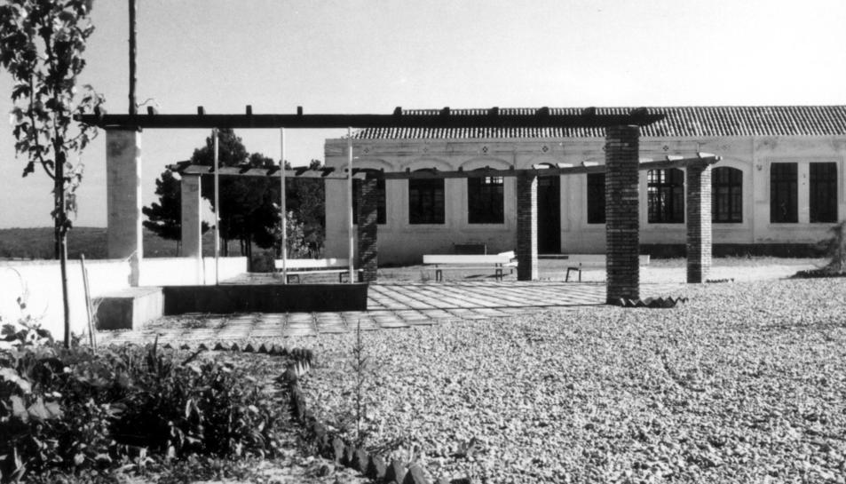 Les Escoles Velles de Constantí en una imatge antiga.
