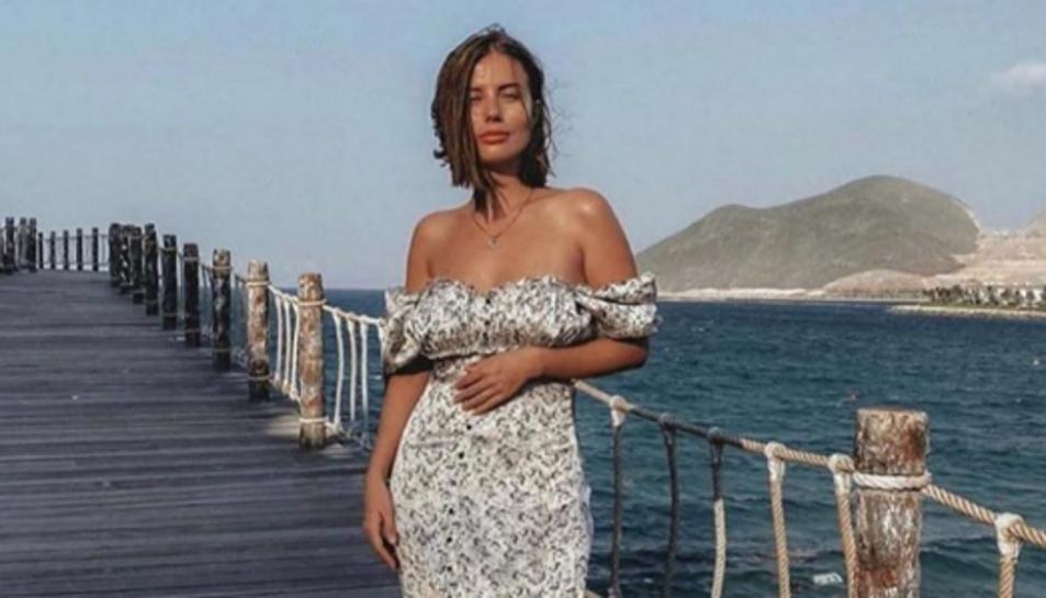 Imatge d'una model lluint aquest vestit, de Zara.