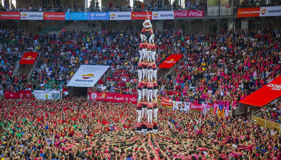 Imatge del Concurs de Castells del 2018 a la Tarraco Arena Plaça, plena de gom a gom.