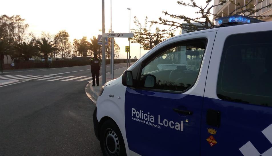 Imatge d'arxiu d'un cotxe policial a Amposta.