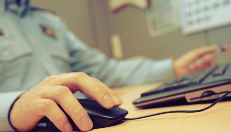 Els Mossos recomanen que les famílies aprofitin aquestes situacions de confinament per ensenyar hàbits cibersaludables.