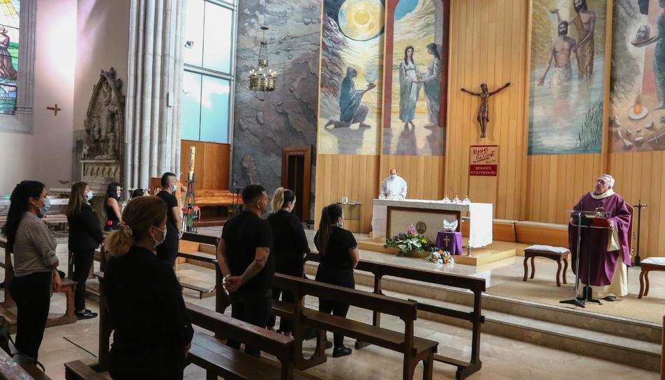 Imatge del funeral pel matrimoni de Reus víctima de l'accident d'avioneta a Bolívia.