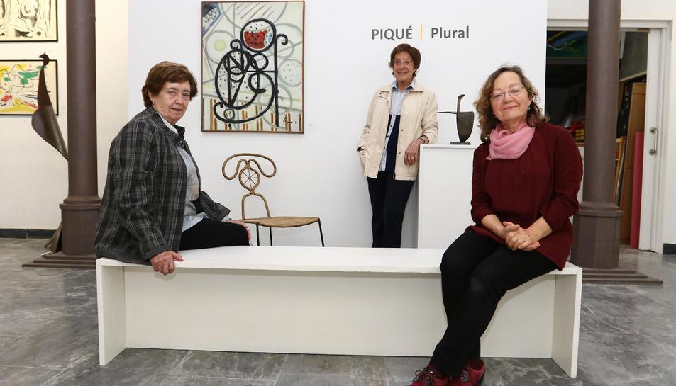 Maria Franquès, Assumpta Piqué i Carme Puyol aquest dimarts a la Galeria Pinyol.