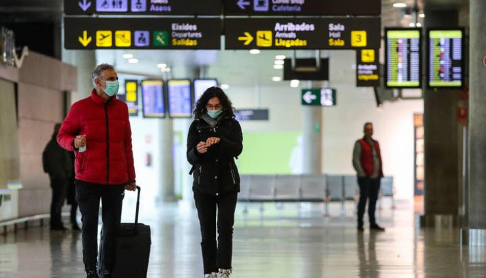 Imatge de passatgers a un aeroport