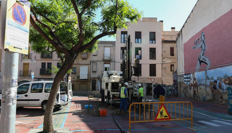 Els treballs iniciats aquests dies a l'actual espai d'aparcament de la Riera Miró.