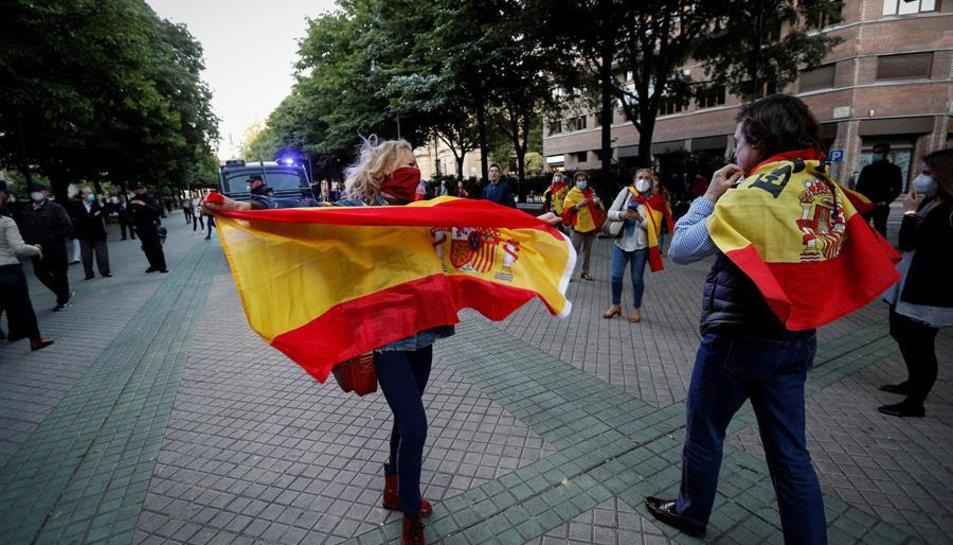 Imatge d'una casserolada en protesta per la gestió que el Govern central de la crisi del coronavirus.