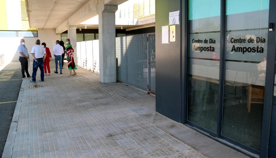 Primer pla de l'entrada al centre de dia a la residència d'avis Sant Miquel d'Amposta.