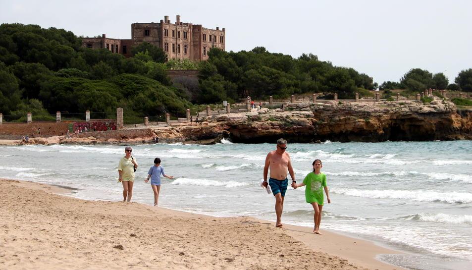 Les platges han tingut gran afluència abans de que estigui permès el bany
