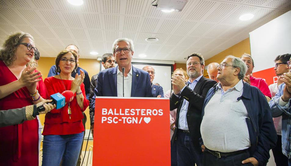 Josep Fèlix Ballesteros i membres de la seva llista, la nit electoral del 26 de maig de l'any passat.