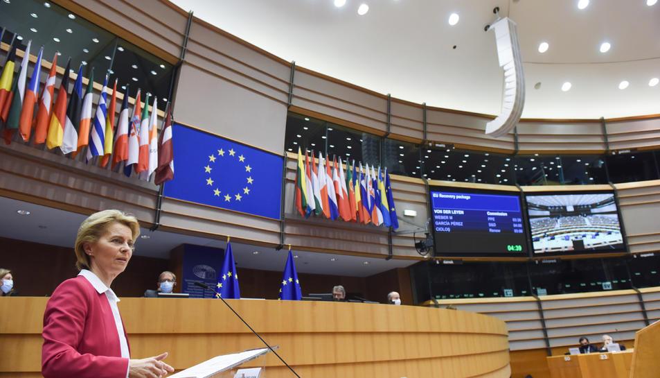La presidenta de la Comissió Europea, Úrsula Von der Leyen, durant la presentació del pla de recuperació a l'Eurocambra.