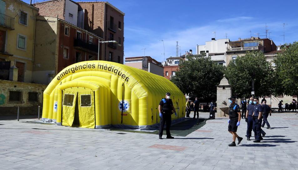 La carpa medicalitzada del SEM a la plaça del Dipòsit de Lleida per fer testos de covid-19.