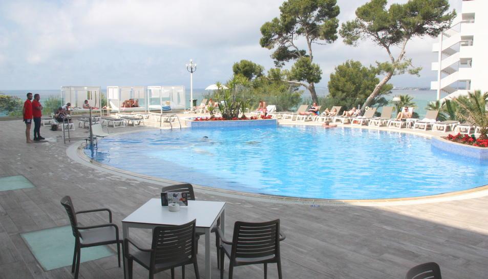 Nova zona de piscina de l'hotel Best Negresco de Salou, renovada aquest estiu.